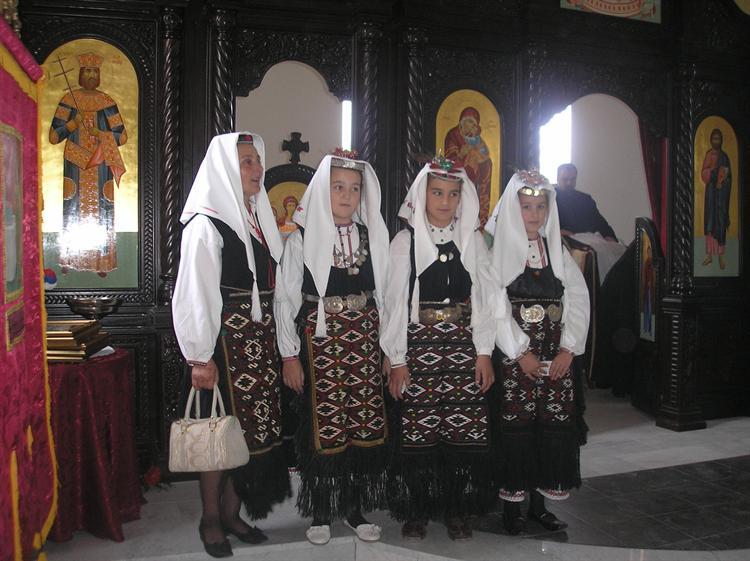 -Прегаче рађене у стилу купрешке српске народне ношње